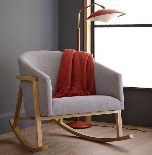 Кресло-качалка мягкое на деревянном каркасе