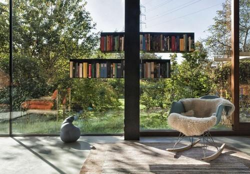 Красивое кресло качалка в интерьере
