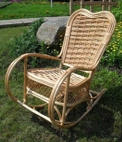 Садовое кресло-качалка плетеное