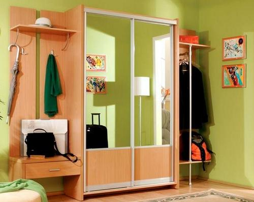 Вместительный шкаф для хранения вещей