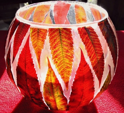 Декор вазы листьями