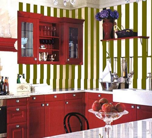 Вертикальная полоска в интерьере кухни