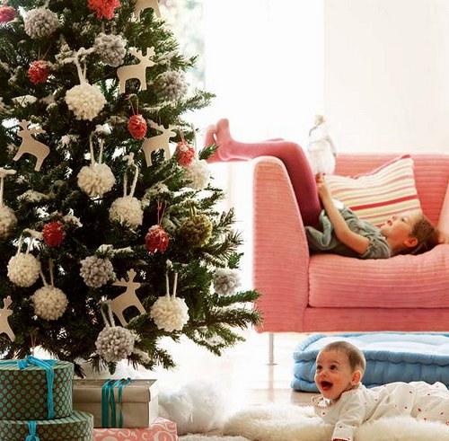 Украшение елки на Новый год 2014 в детской комнате