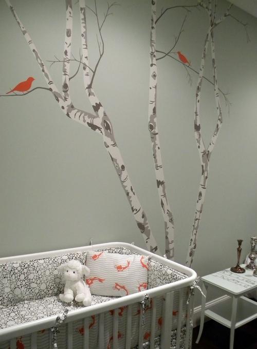 Изображение дерева на стене в детской комнате