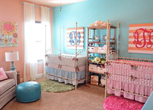 Интерьер комнаты для новорожденных расзнополых двойняшек