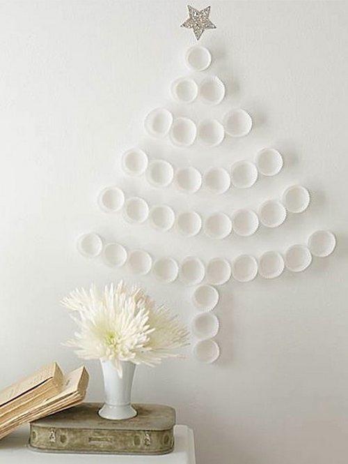 Елка на стену из бумажных формочек для кексов