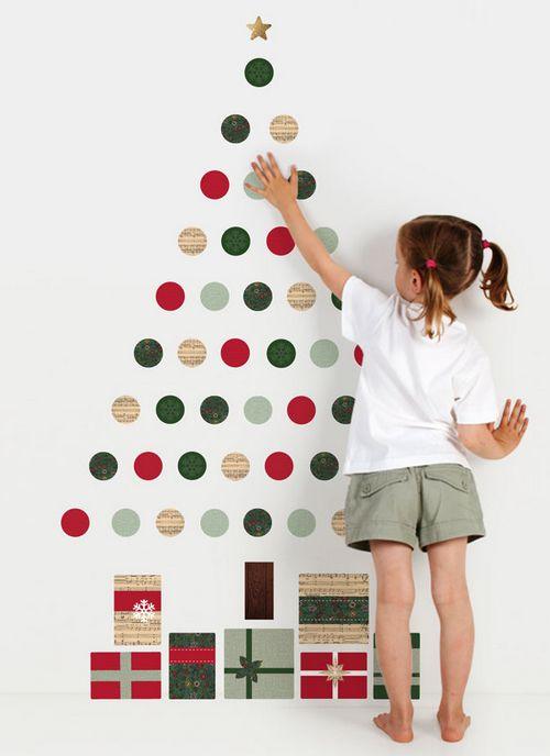 Настенные новогодние наклейки елочки в детскую комнату