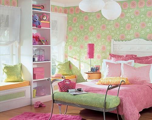 Игровая зона в детской комнате для девочки