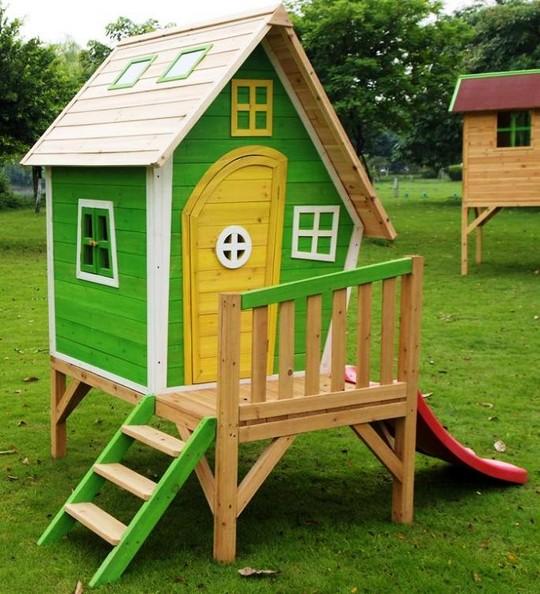 Деревянный игровой домик фото