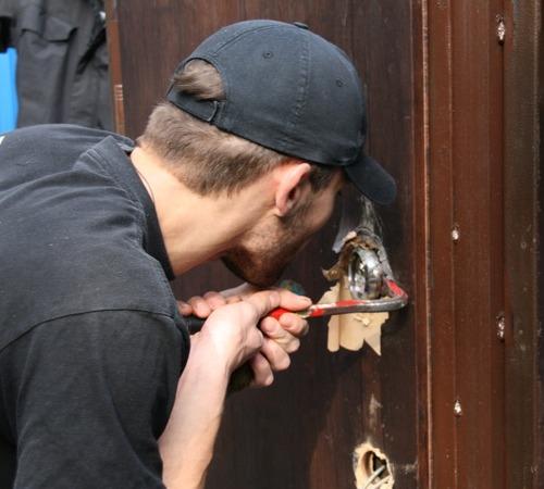 Как защитить дом от грабителей
