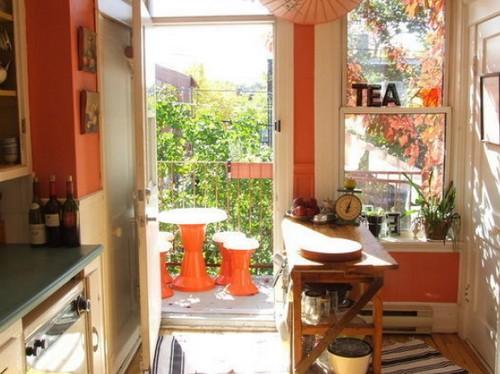 Коралловый цвет в интерьере кухни