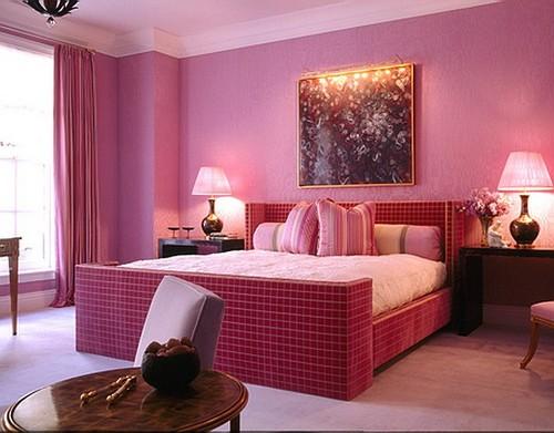 Спальня в малиновых тонах
