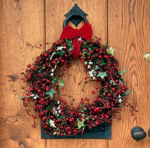 Венок для украшения входной двери к Новому году