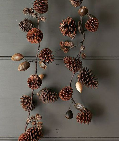 Декоративная новогодняя гирлянда из шишек