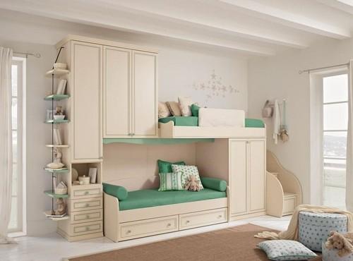 Двухъярусная детская кровать для маленькой комнаты