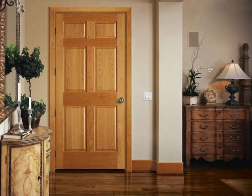 Деревянные филенчатые двери в интерьере