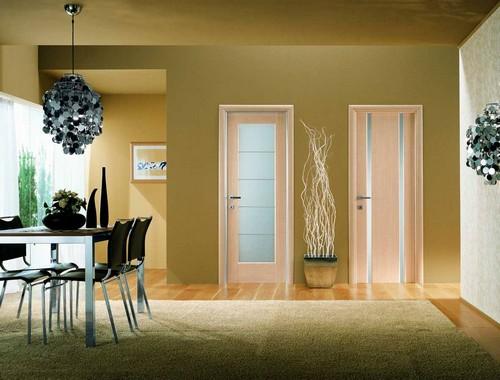 Современные филенчатые двери в квартире