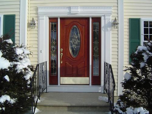 Филенчатые входные двери для дома