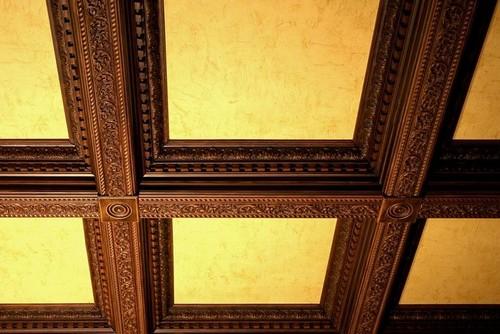 Кессонные потолки с резным декором