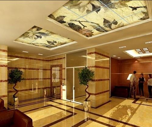 Стеклянный потолок с подсветкой в интерьере