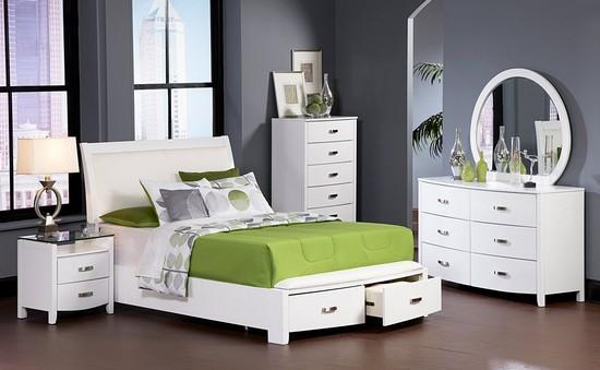 Кровать с ящиками в женской спальне