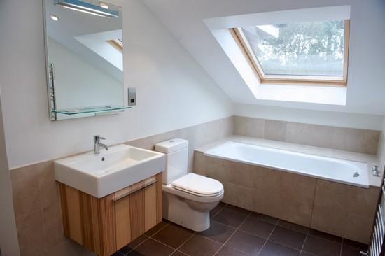 Мебель и сантехника для ванной на мансарде