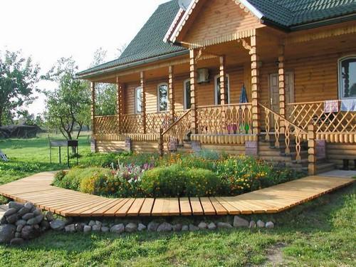 Крыльцо деревянного дома фото
