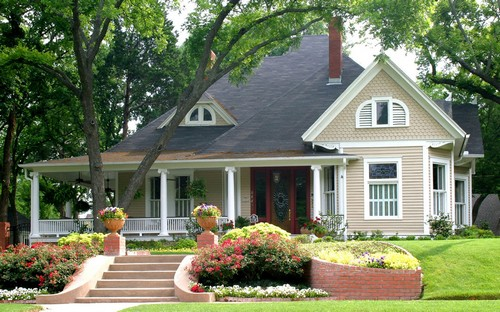 Крыльцо частного дома с террасой
