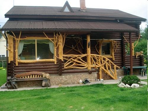 Крыльцо для деревянного дома с оригинальным дизайном