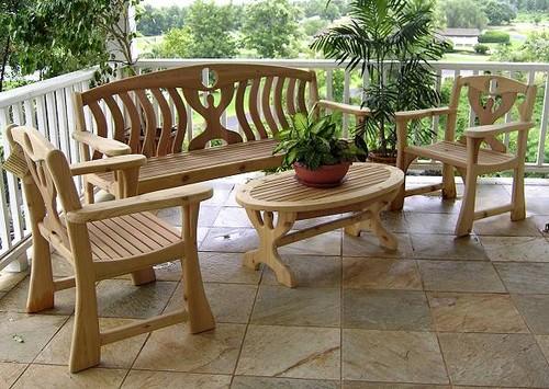 Мебель из натурального дерева для дачи