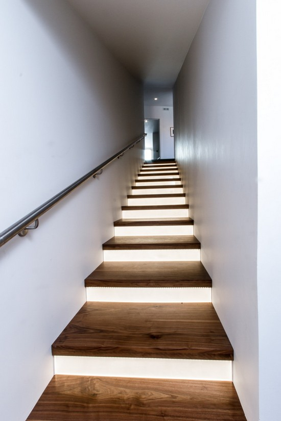 Подсветка ступеней лестницы в доме