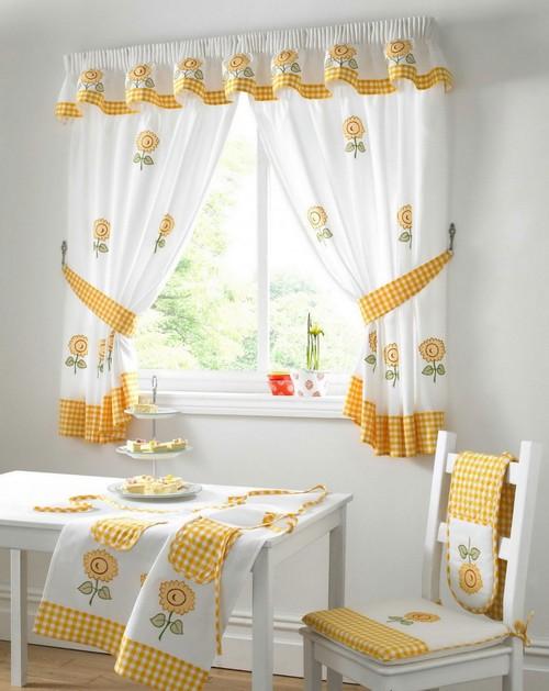 Красивые шторы для кухни на дачу