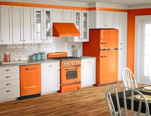 Сочетание абрикосового цвета в интерьере кухни с белым