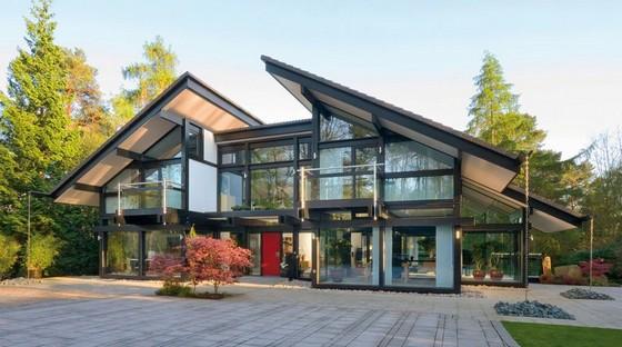 Дом из стекла в стиле фахверк фото