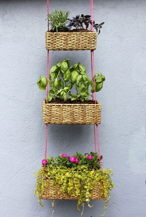 Плетеные корзинки для подвесных клумб