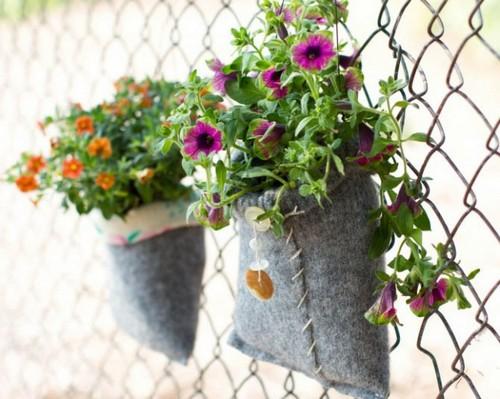 Подвесные горшки для цветов из старого свитера