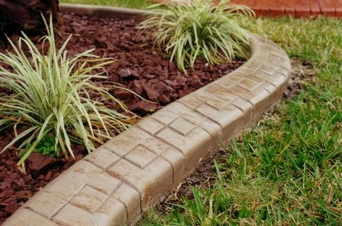 Садовый бордюр из искусственного камня