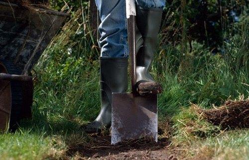 Лопата для вскапывания земли