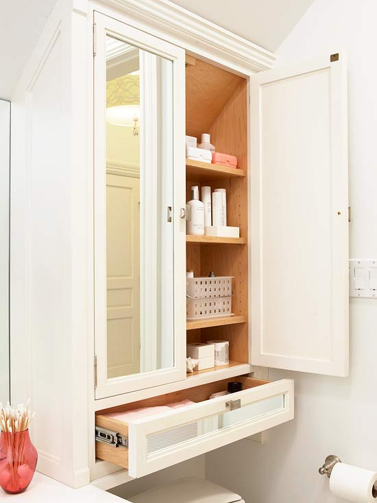 Шкаф над унитазом с зеркалом