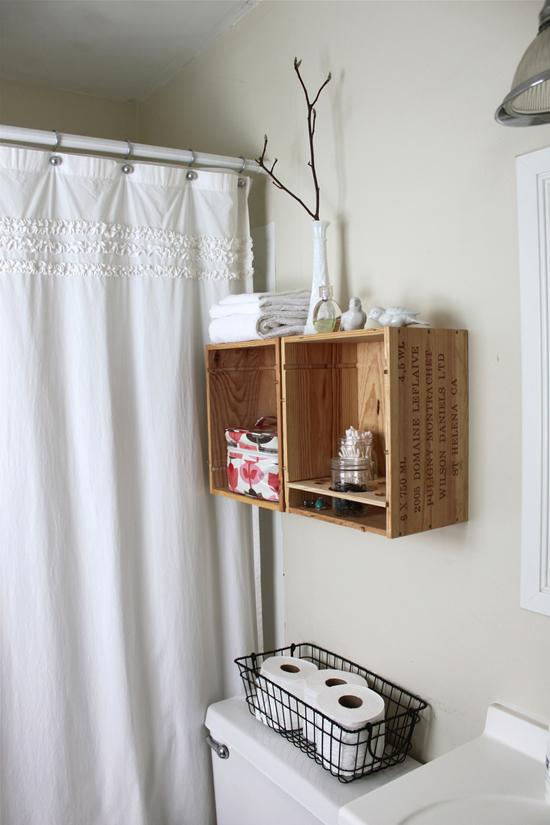 Шкафчик над унитазом из дерева фото