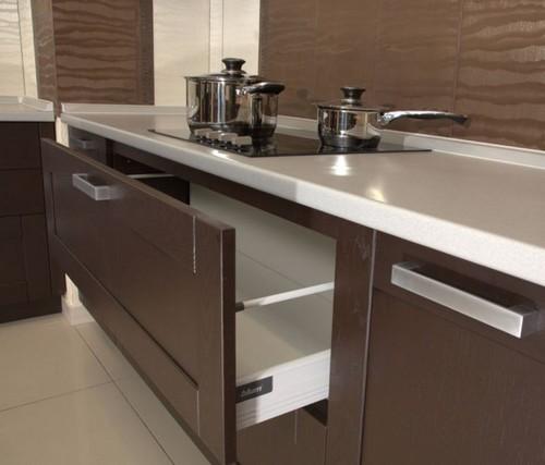 Выдвижные кухонные ящики