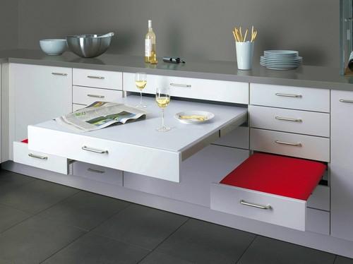 Выдвижной столик на кухне