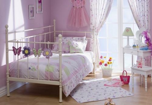 Лиловая детская комната для девочки фото