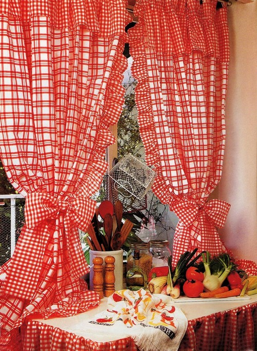 Клетчатые шторы для кухни на кулиске
