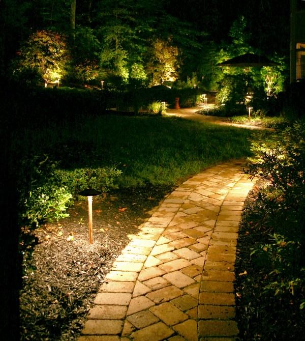 Красивое освещение сада фото