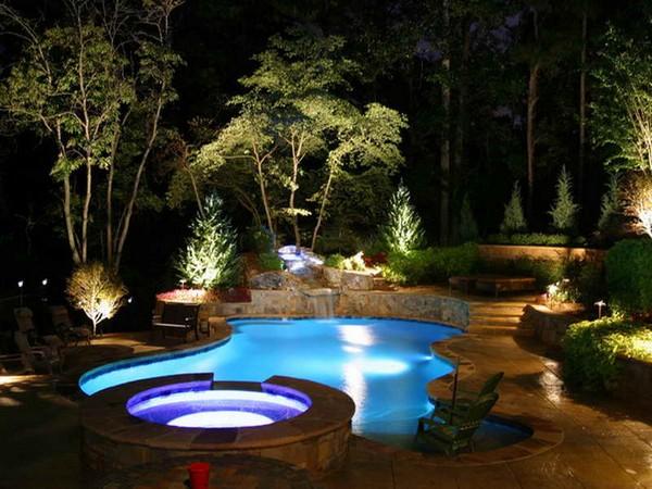 Освещение возле бассейна