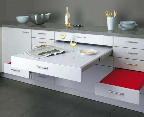 Выдвижной столик и стулья для маленькой кухни