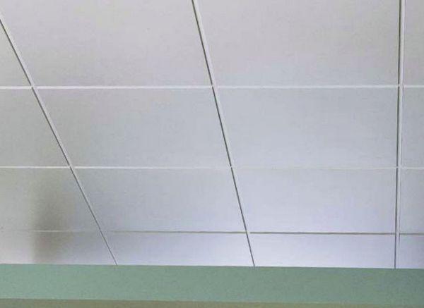 чем клеить потолочную плитку
