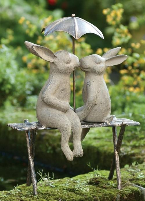 Статуэтки зайцы в саду фото