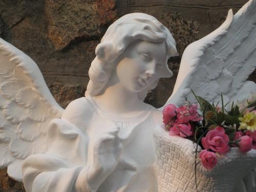 Статуэтка ангела для сада